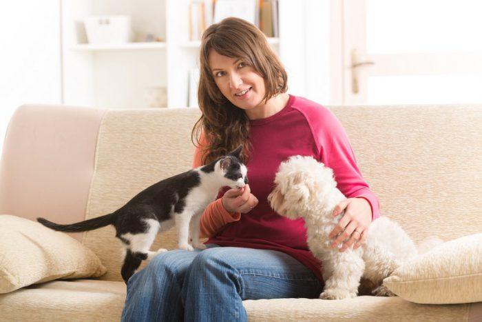 Marketing de contenidos para PyMEs. Dueña y mascotas.